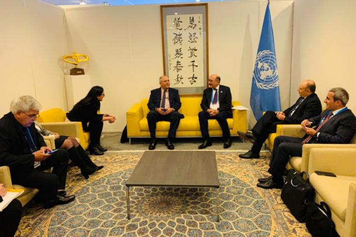 Abulfaz Garayev se reúne con los ministros de Cultura de Cuba y Baréin