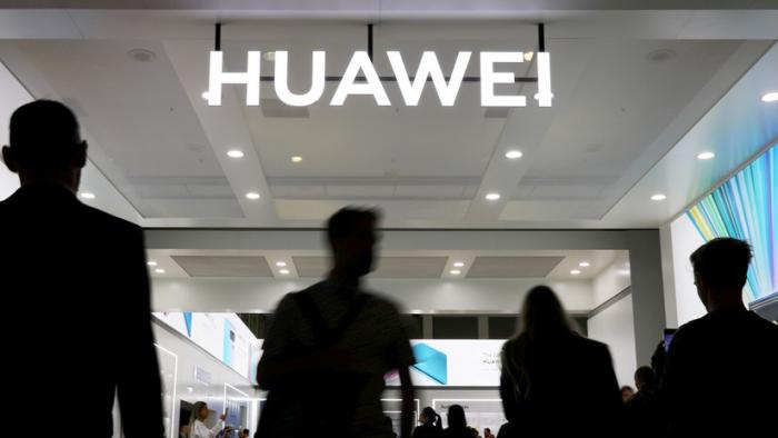EE.UU. comienza a otorgar licencias para suministros a Huawei