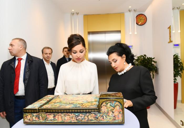La première vice-présidenteazerbaïdjanaise visite un centre de gymnastique à Moscou -  PHOTOS