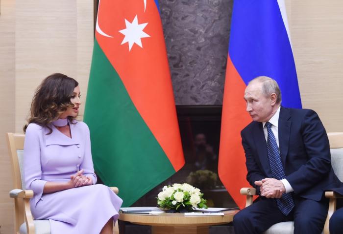 Mehriban Aliyeva trifft sich mit Russlands Präsident Wladimir Putin