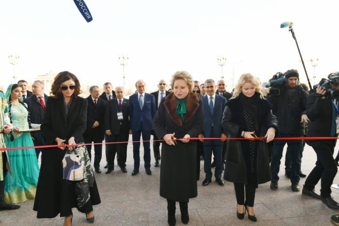 """Mehriban Əliyeva Moskvada """"Azərbaycan"""" pavilyonunun açılışında - FOTOLAR"""