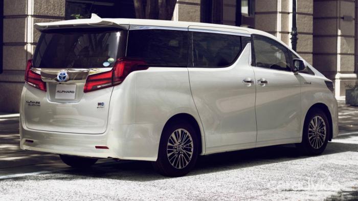 """""""Toyota"""" 12 mindən çox avtomobili geri çağırır"""