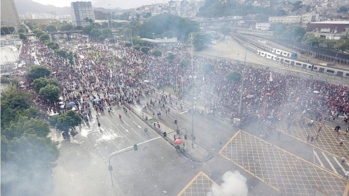 Rio de Janeiro football victory parade end in clashes with police