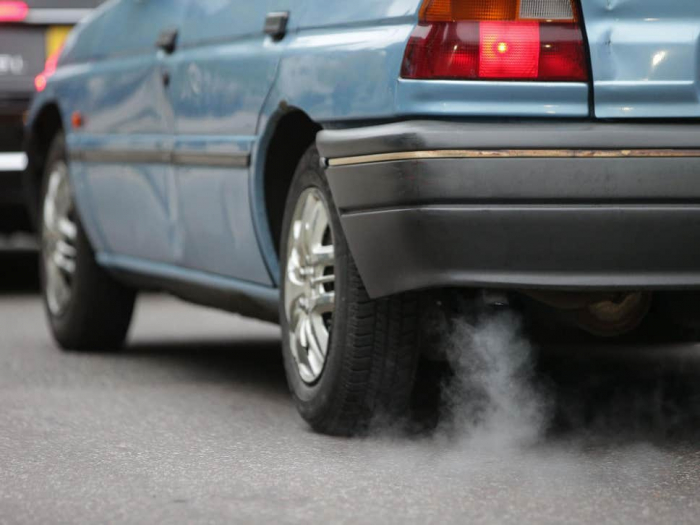 Living near busy roads 'increases risk of lung cancer by 10 per cent'