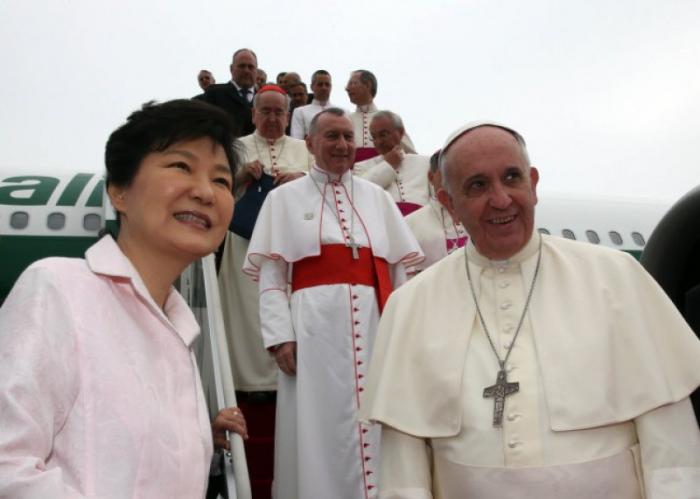 El papa Francisco envía un telegrama a Putin mientras su avión sobrevuela Rusia