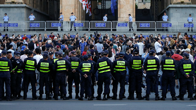 Police blocks approaches to parliament in Georgia