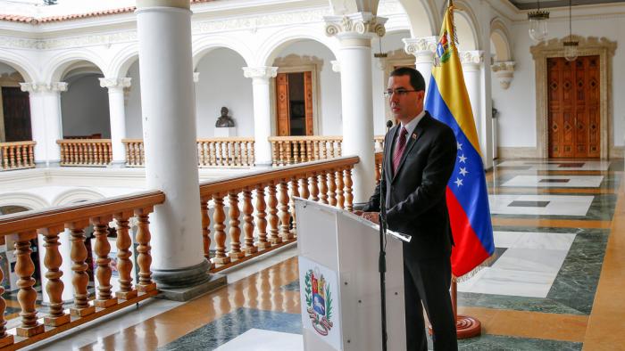"""Venezuela denuncia al gobierno colombiano por """"deportación irregular"""" de migrantes"""