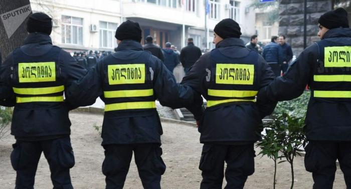 Los opositores reanudan las protestas frente al Parlamento georgiano en Tiflis