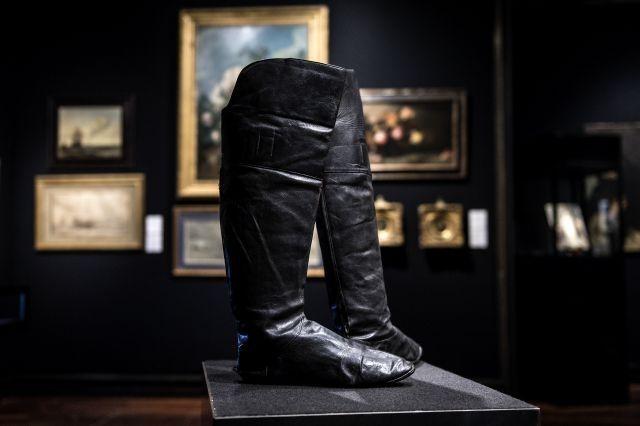 Napoleon's boots fetch 117,000 euros at auction in Paris