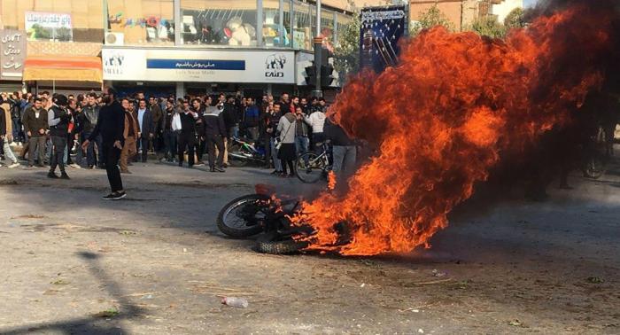 """القضاء الإيراني يدعو المواطنين للإبلاغ عن """"المخربين"""" في التظاهرات"""