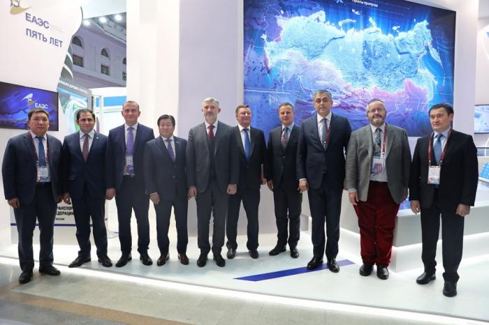 Azerbaijani delegation attends Transport Week-2019 in Russia