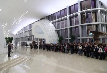 Inauguración de la exposición personal del fotógrafo Yakov Khalip en el Centro Heydar Aliyev