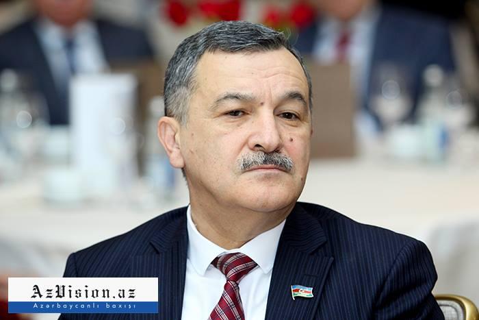 Azərbaycan və Ermənistan deputatları arasında mübahisə düşüb