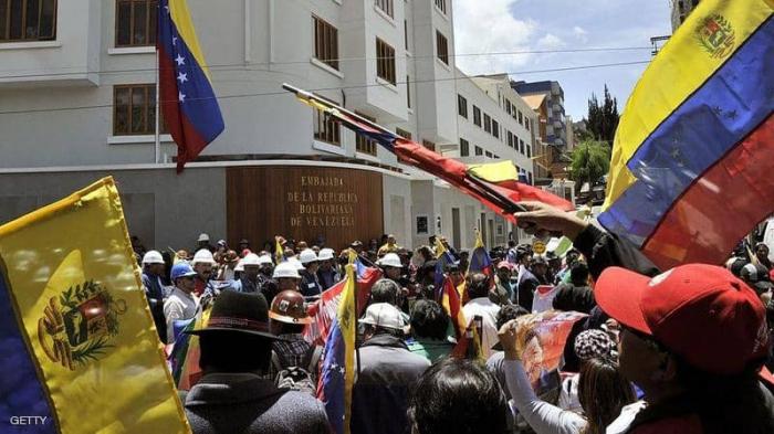 محتجون يستولون على سفارة فنزويلا في بوليفيا