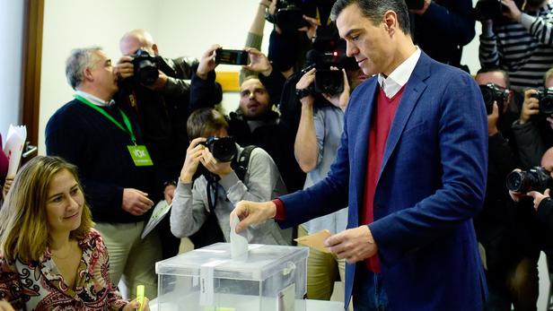 Espagne: les socialistes en tête des législatives, bond de l