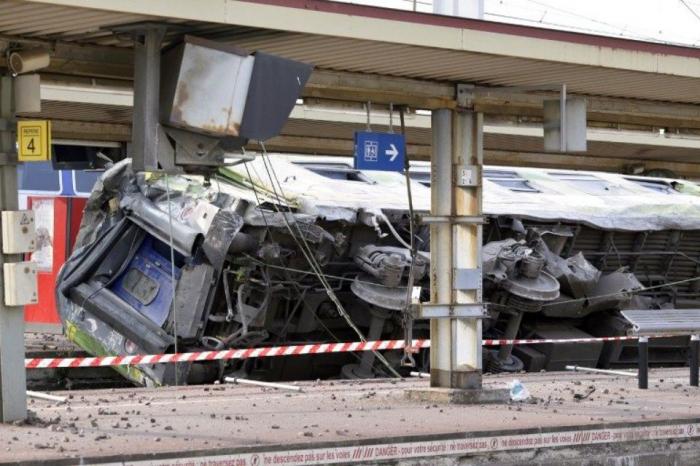 Bangladesh:   16 morts   dans une collision de trains