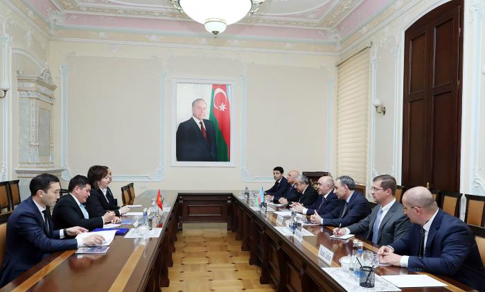 Zakir Qaralov Qırğız Baş prokurorun müavini ilə görüşüb