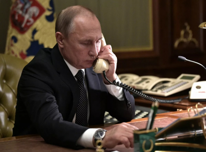 Putinlə Merkel arasında telefon danışığı olub