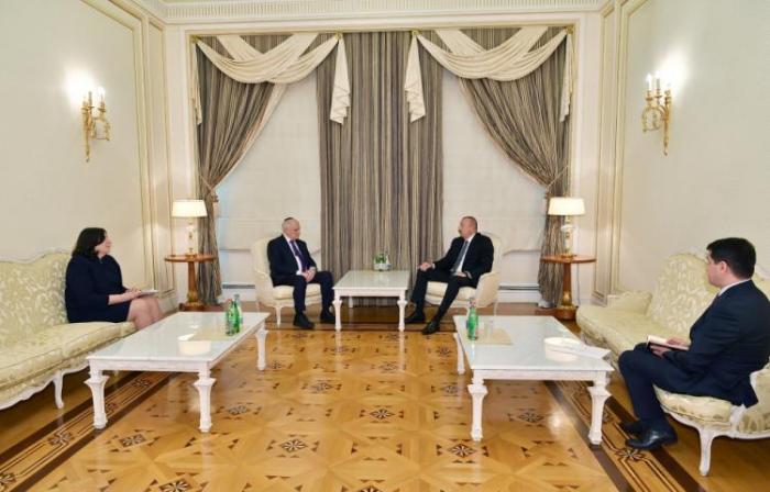 Prezident Malkolm Honlaynı qəbul edib - Yenilənib