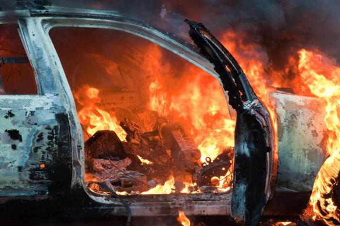 Qobustanda yük avtomobili yanıb