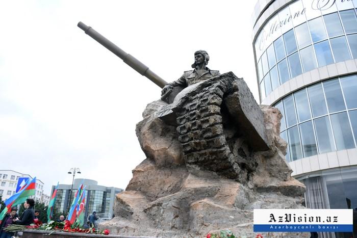 Bakıda Albert Aqarunovun heykəlinin açılışı oldu - VİDEO+FOTOLAR