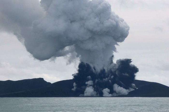 Une éruption volcanique crée une nouvelle île dans les Tonga