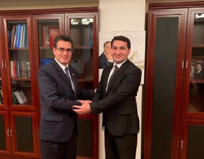 حكمت حاجييف يجري محادثات مع سفير كولومبيا