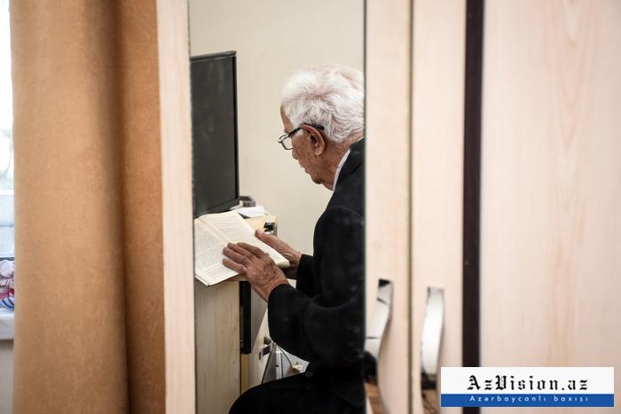"""Qızı ilə birlikdə """"Qocalar evi""""ndə yaşayan 93 yaşlı kişi - VİDEO"""
