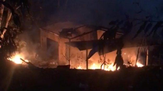 Au moins cinq morts  dans l'explosion d'un entrepôt de feux d'artifice en Italie