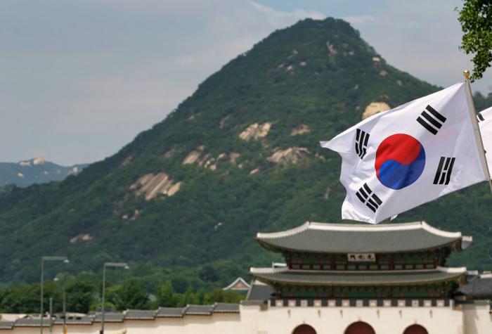 Séoul suspend sa décision de rompre un accord de renseignements militaires avec Tokyo