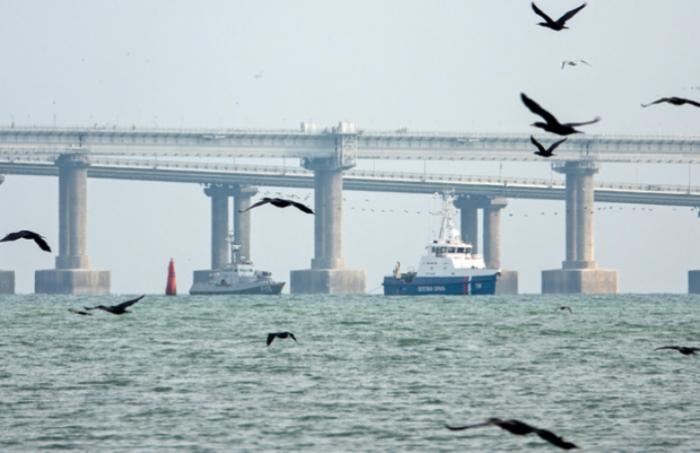 Rusiya saxladığı 3 gəmini Ukraynaya təhvil verib