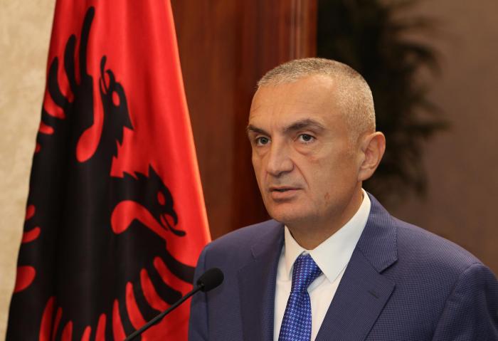 Albaniya Prezidenti zəlzələdə yaralananlara baş çəkib