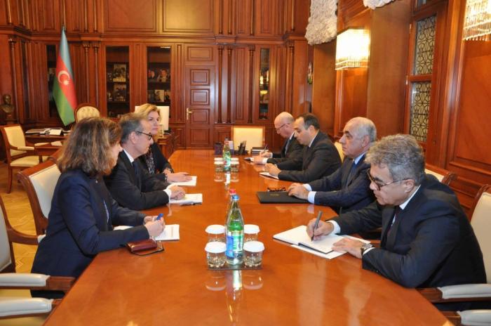 Prime Minister Ali Asadov meets with EBRD delegation