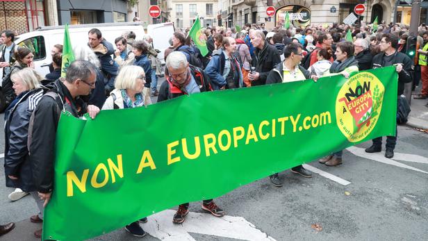 Europacity:   Emmanuel Macron décide d
