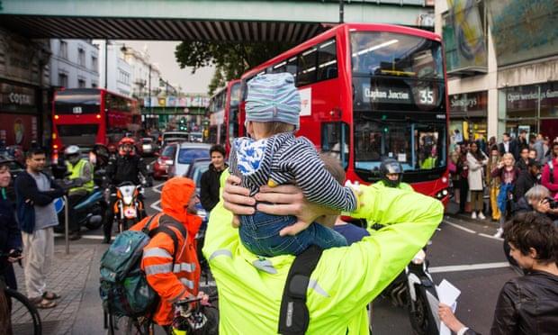 Living near busy road stunts children