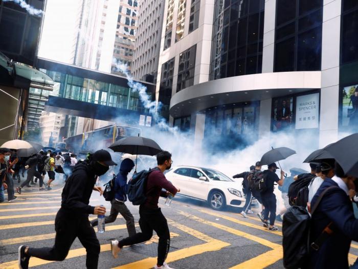 La police de Hongkong ouvre le feu sur des manifestants