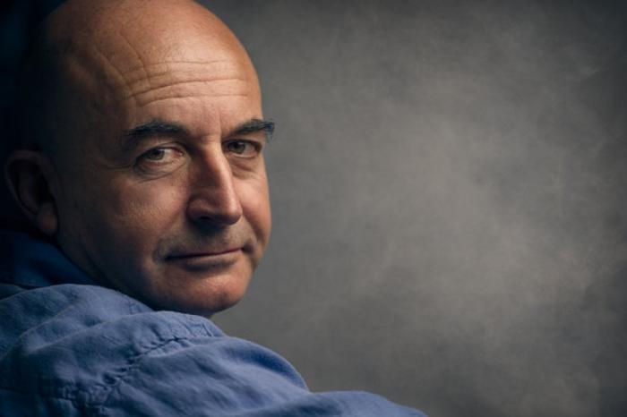 """Poeta y ensayista de Uruguay, Eduardo Espina: """"Haber llegado a Bakú fue algo parecido a trasladarse a otro planeta"""""""