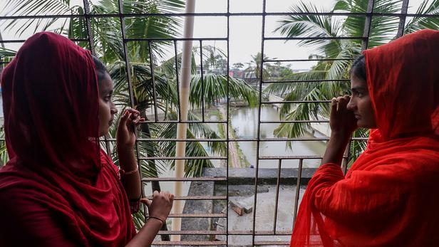 Le cyclone Bulbul atteint les côtes indiennes