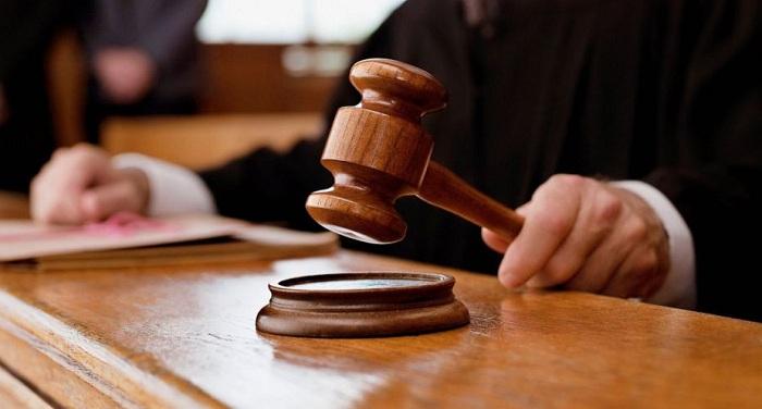 Dörd hakimə töhmət verildi, biri işdən çıxarıldı