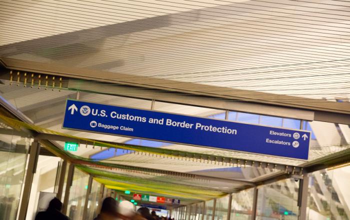 USA:   les douaniers ne peuvent pas fouiller téléphone et ordinateur sans «suspicion raisonnable»