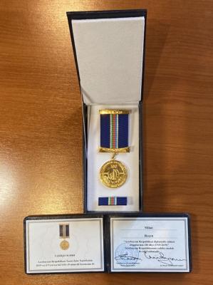 """Figura política montenegrina fue galardonada con la medalla """"Centenario del Servicio Diplomático de Azerbaiyán"""""""