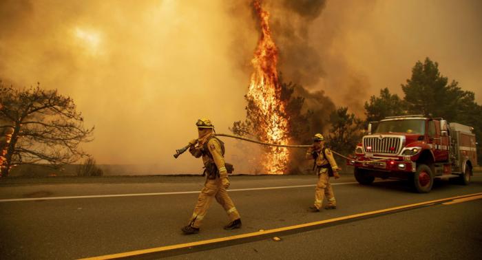 إخماد أخطر حريق غابات في كاليفورنيا منذ بداية العام