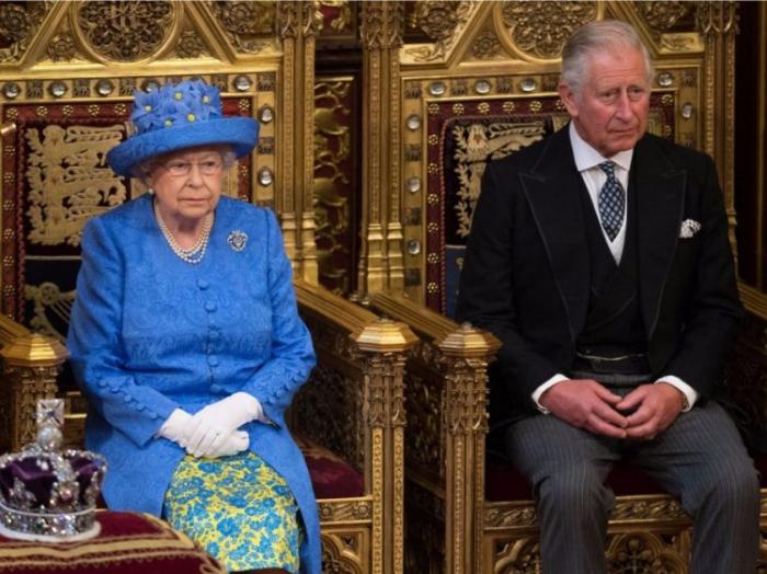 II Elizabet taxtını oğluna təhvil verəcək