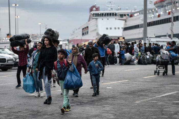 41 migrants découverts en vie dans un camion frigorifique en Grèce