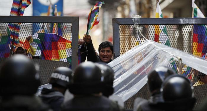 دبلوماسيو فنزويلا يغادرون بوليفيا بعد إعلانهم أشخاصا غير مرغوب فيهم