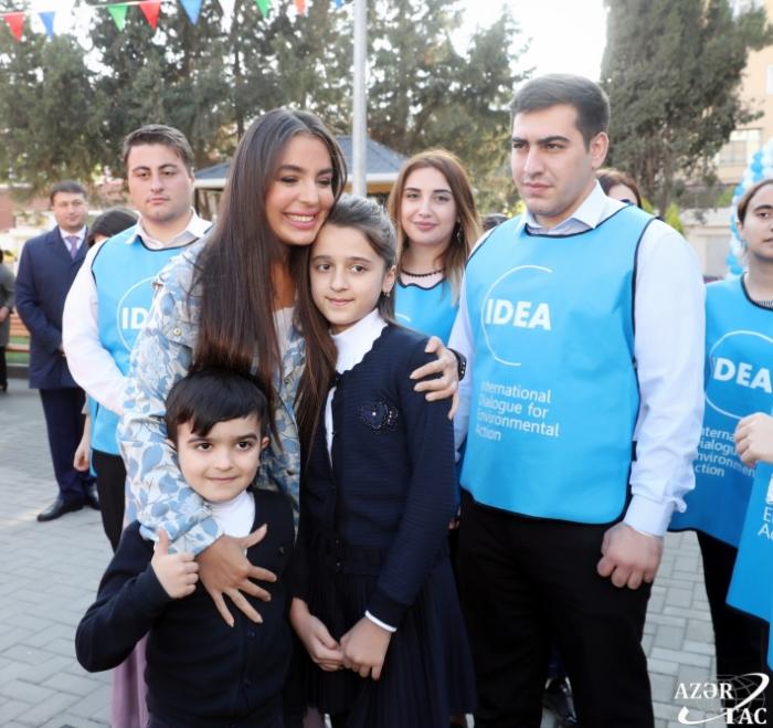 Leyla Əliyeva abadlaşan növbəti həyətin açılışında - FOTOLAR