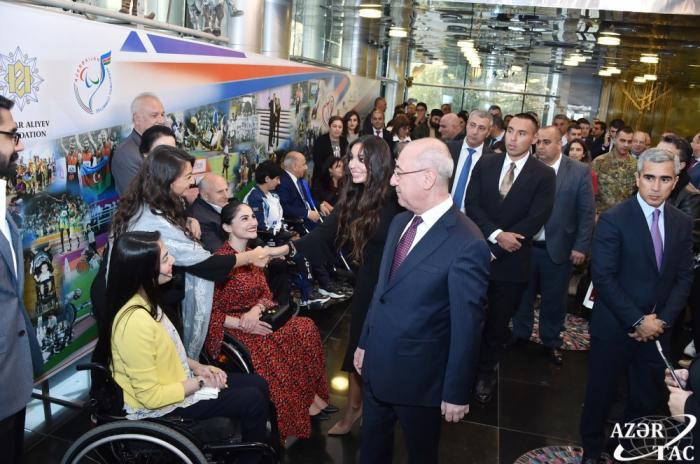 """Bakú acoge la gala internacional """"Invencible"""" con motivo del 30º aniversario del Comité Paralímpico Internacional"""