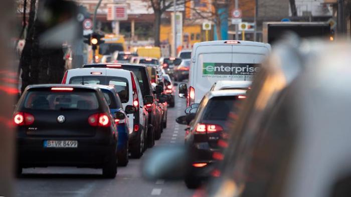 Autobestand steigt - auch in Großstädten