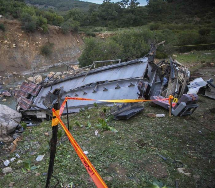 Ascienden a 24 los muertos al caer por un barranco un autobús turístico en Túnez
