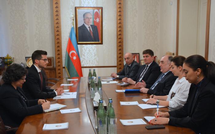 Aserbaidschanischer Außenminister empfängt neuen israelischen Botschafter